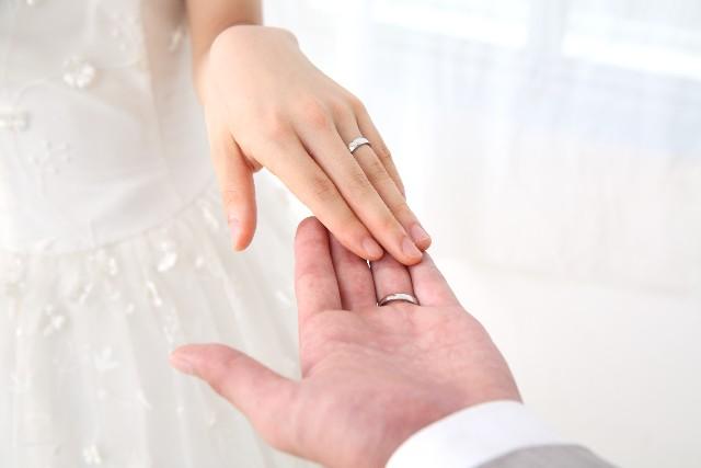 日本人が外国人と国際結婚すると国籍、戸籍と苗字はどうなる?